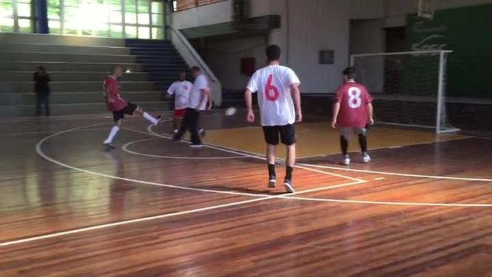 Jogo de futsal reúne transplantados cardíacos