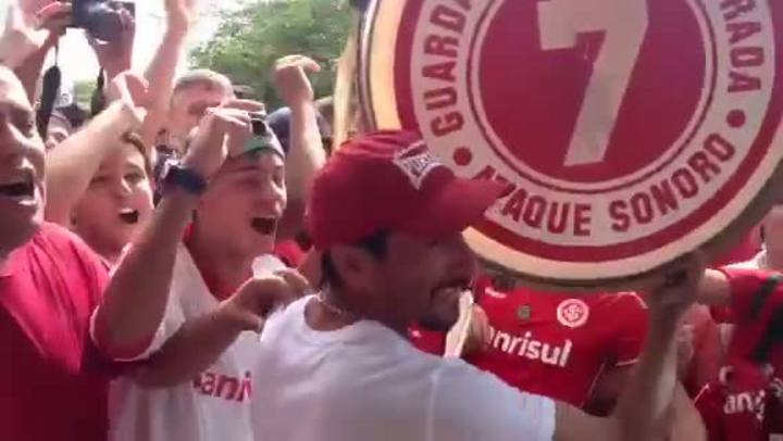 Guiñazu se despede da torcida do Inter