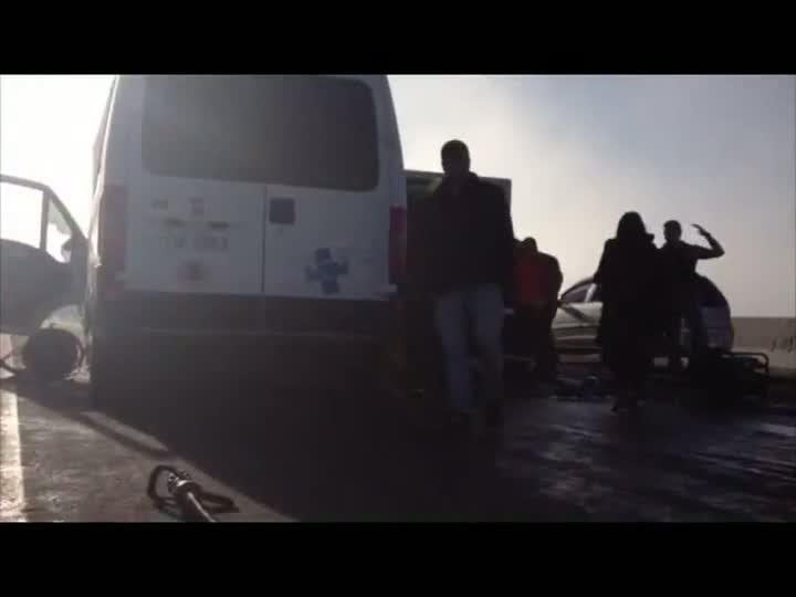Acidente com ambulância deixa feridos na BR-290 na região metropolitana. 20/04/2013