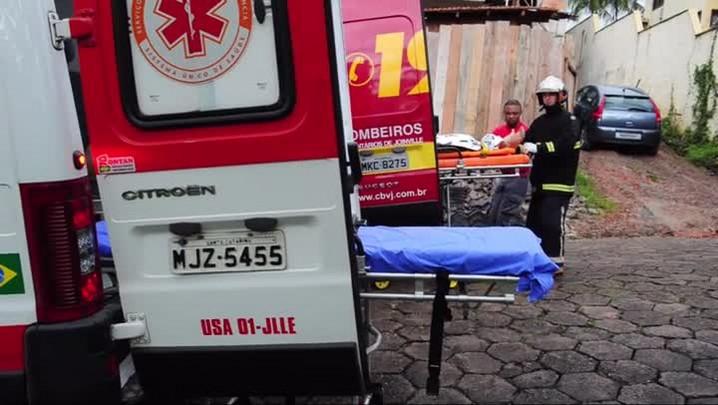 Bombeiros e Samu socorrem duas vítimas de queda de altura