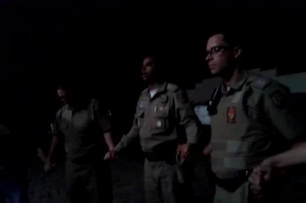 Policiais de Joinville e Paraná fazem oração antes de começar a ronda