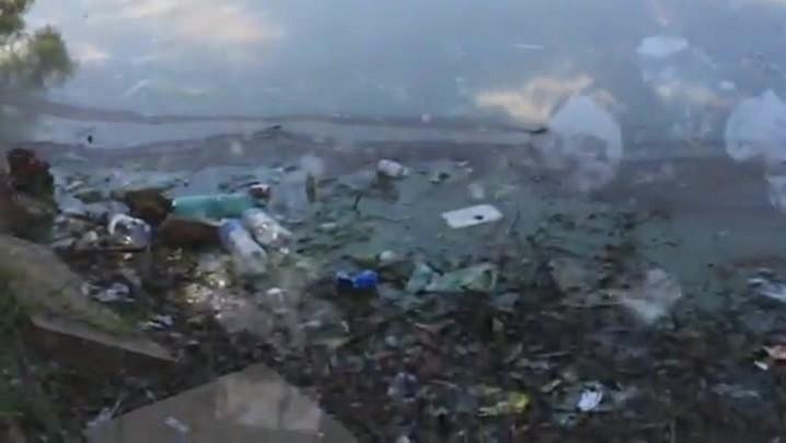 O lixão no Largo dos Açorianos