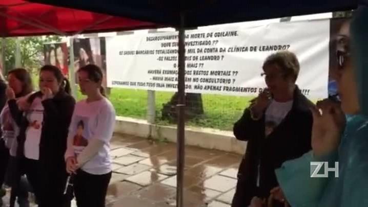 Moradores de Três Passos fazem manifestação em frente ao Fórum da cidade