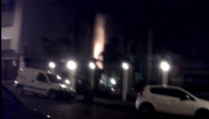 Incêndio destrói casa no bairro Rio Branco, em Caxias