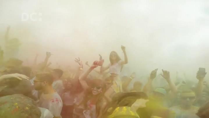 Confira como foi o Festival Happy Holi, na Beira-Mar de São José