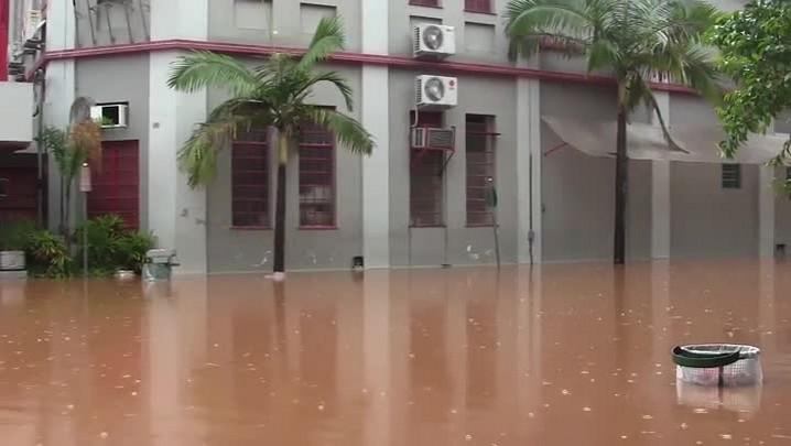 Enchente alaga casas em São Sebastião do Caí