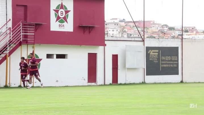 Goleiro Bruno se apresenta ao Boa Esporte