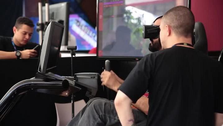 Simulador mostra como é dirigir um carro de corrida
