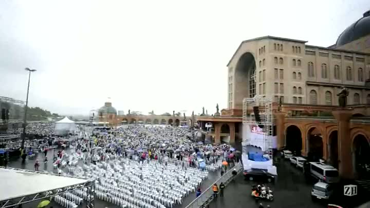Papa Francisco discursa para multidão em Aparecida