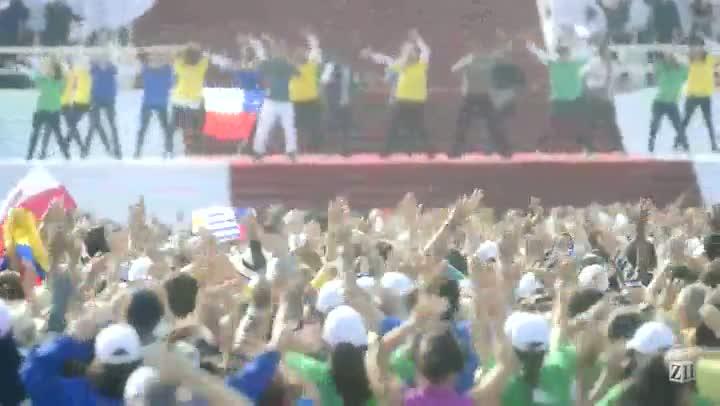 Fiéis fazem flash mob para o Papa