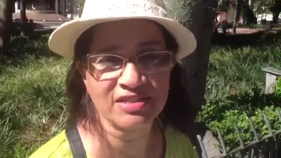 Professora se acorrenta em protesto em frente ao Palácio Piratini. 15/10/2013