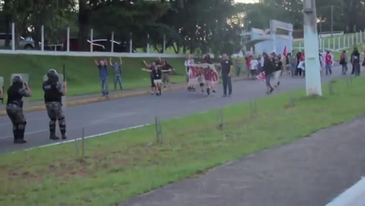 Brigada Militar instaura inquérito para apurar causas do confronto com alunos da Unisinos. 13/12/2013