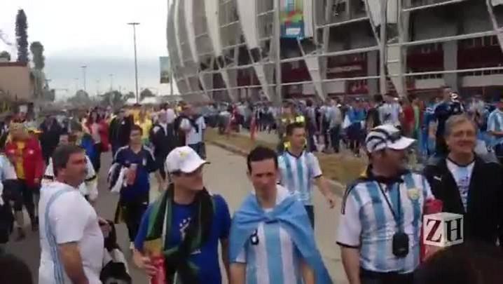 Animados após vitória, torcedores argentinos deixam o Beira-Rio