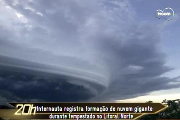 TVCOM 20h - Internauta registra formação de nuvem gigante em Barra Velha, Litoral Norte de SC - 12.1.15