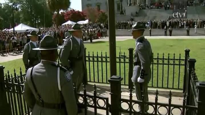 Carolina do Sul retira bandeira confederada