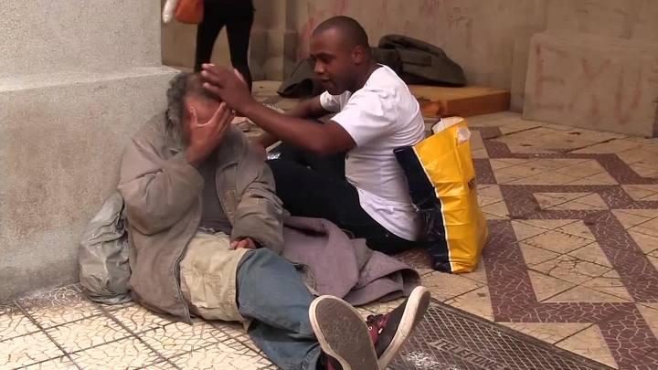 Ex-viciado em drogas ajuda moradores de rua