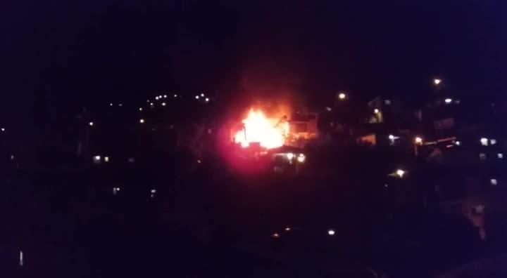 O leitor Jacques Sonnier enviou imagens do incêndio que destruiu quatro casas em Caxias