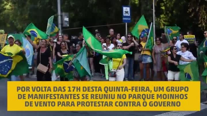 Manifestantes protestam contra o governo no Parcão