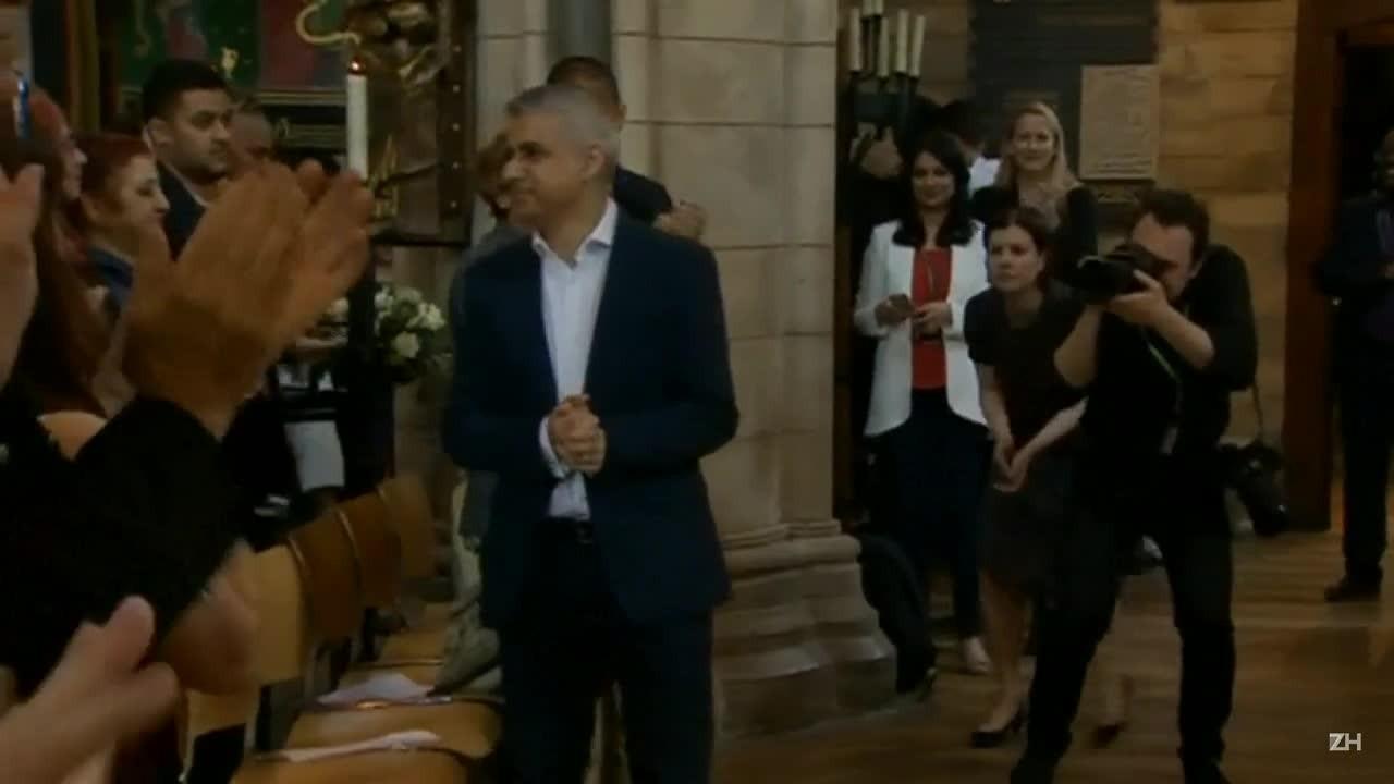 Muçulmano eleito prefeito presta juramento em Londres