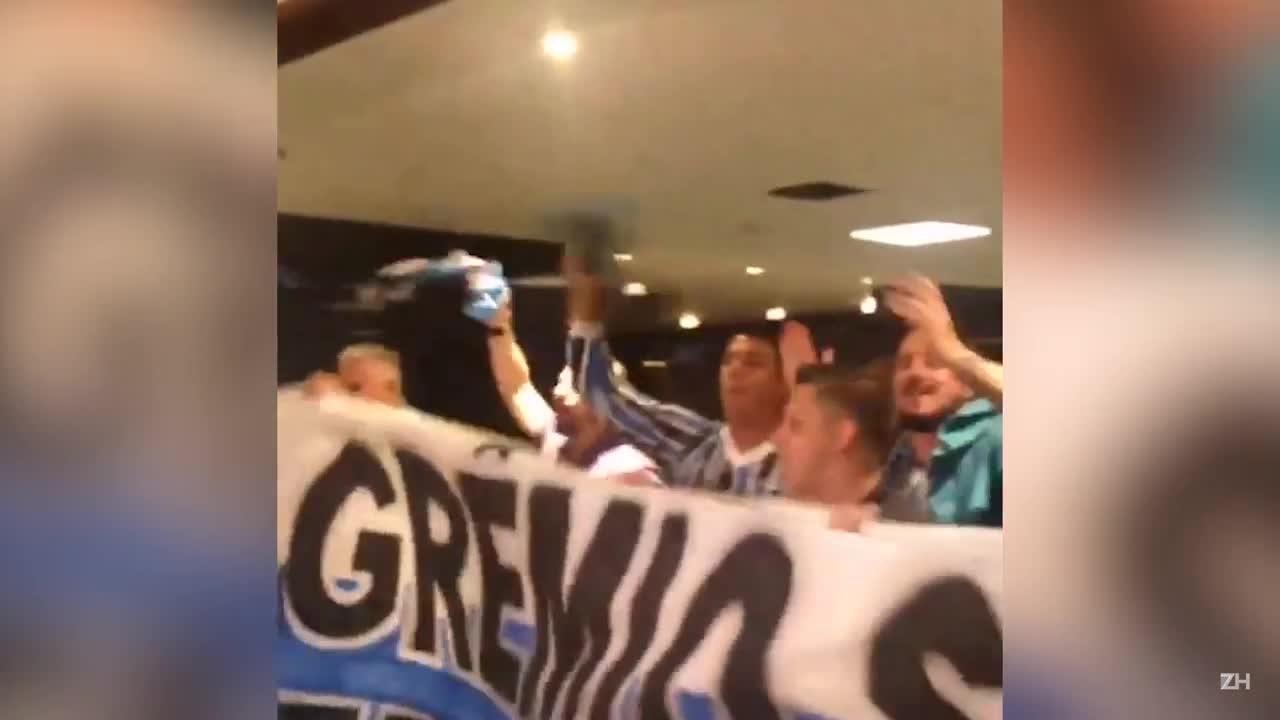 Torcida recepciona o Grêmio em Belo Horizonte