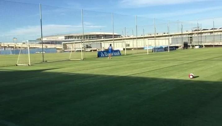 Geromel faz treino físico no CT Luiz Carvalho
