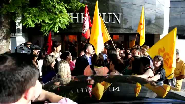 Cpers protesta em frente à casa do deputado Edegar Pretto