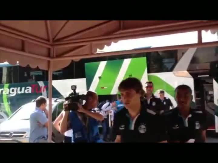 Grêmio chega a Goiânia para o jogo desta terça-feira. 02/09/2013