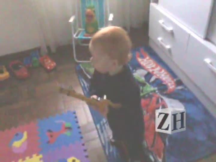 Caça-Talentos ZH: Arthur curtindo um AC/DC