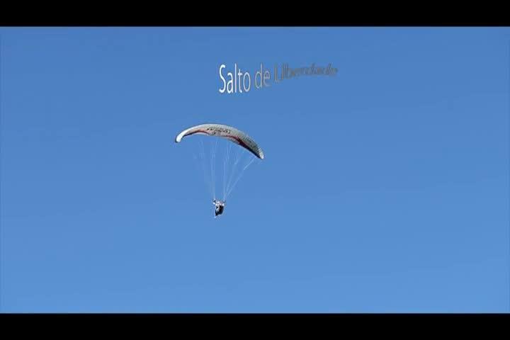 Alan Sabel, promessa no parapente acrobacia