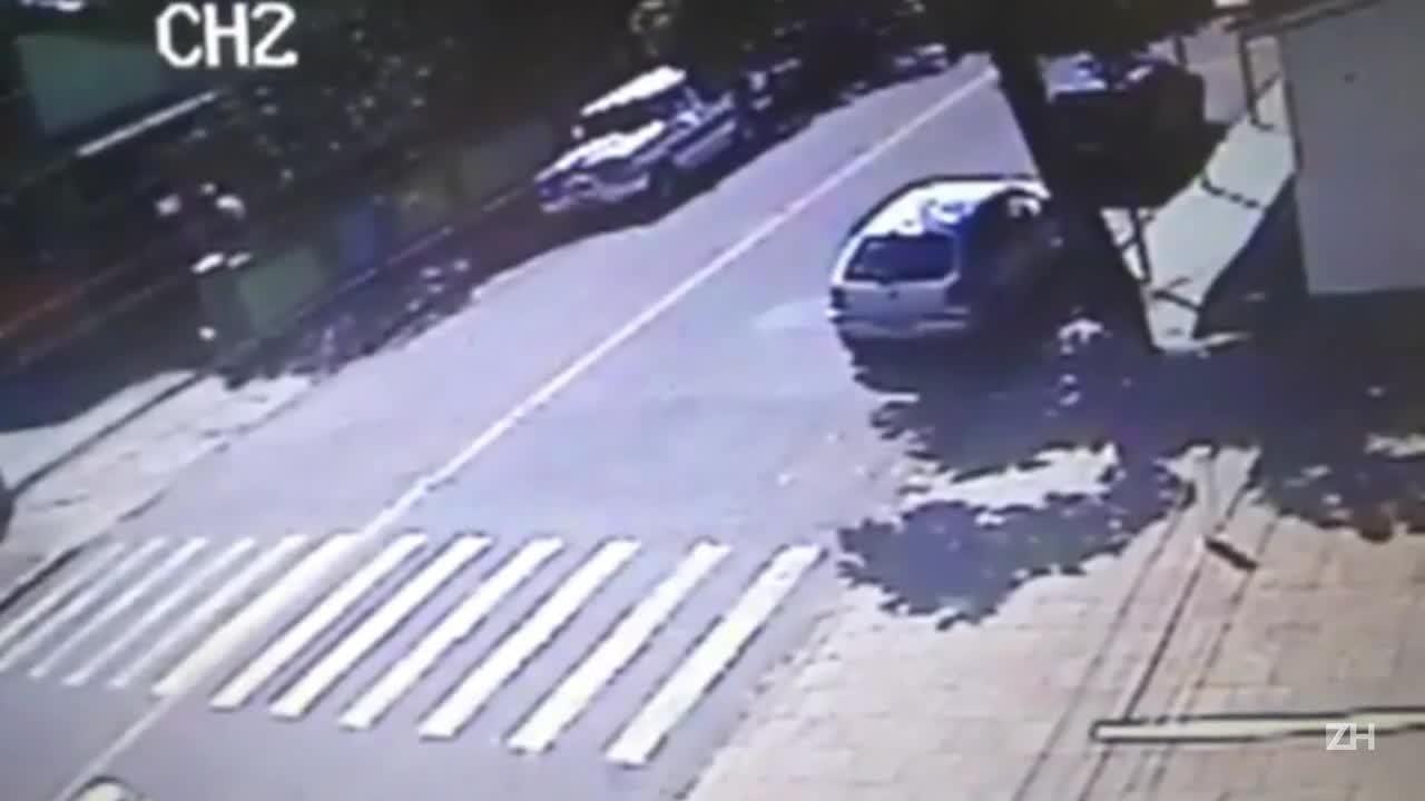 Veja momento em que camionete é furtada na Região Metropolitana