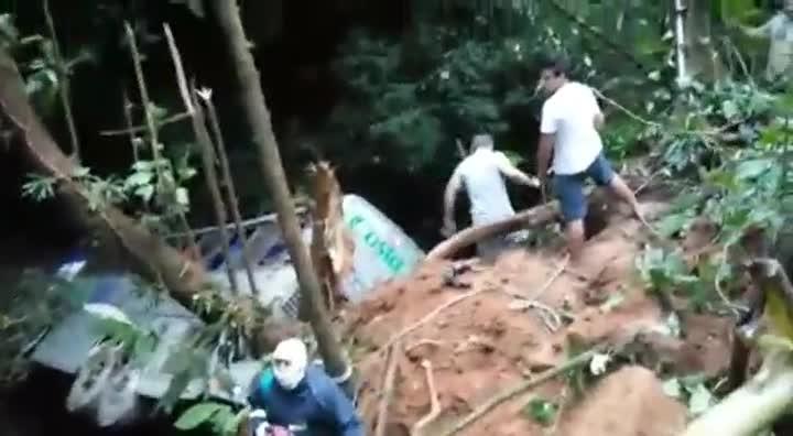 Vídeo mostra resgate das vítimas de ônibus em Joinville
