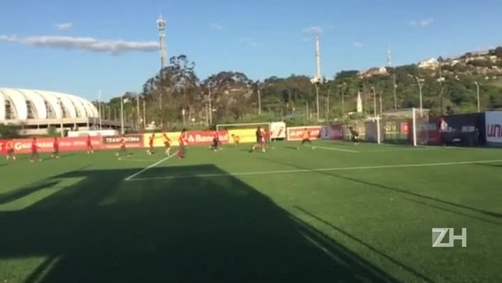 Em recreativo, Dida faz gol e Argel aplica drible