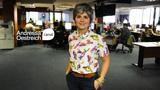Como usar camiseta e minissaia no ambiente de trabalho