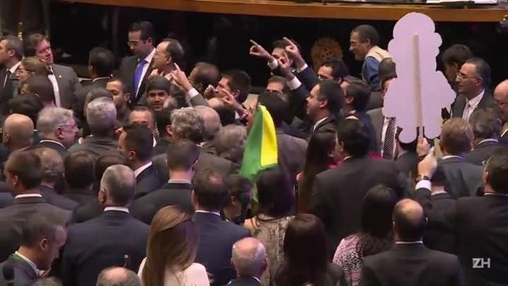 Chapa da oposição é eleita para comissão do impeachment