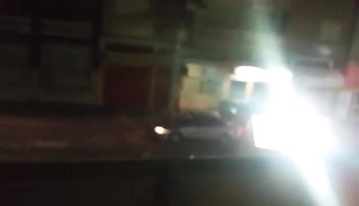 Flagrante: dupla furta fiação elétrica no Centro de Santa Maria