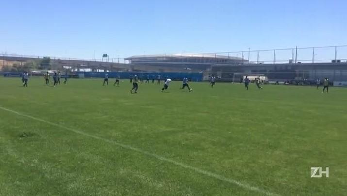 Jogadores do Grêmio treinam no CT Luiz Carvalho