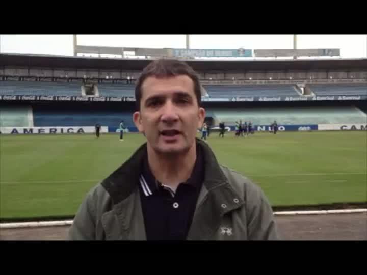 Sérgio Boaz confere treino do Grêmio e provável escalação para estreia do Brasileirão - 22/05/2013