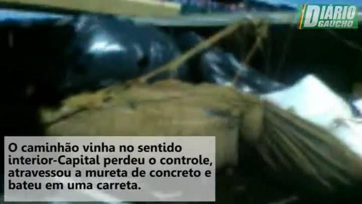 Acidente deixa seis feridos e bloqueia o trânsito na BR-116, em Canoas