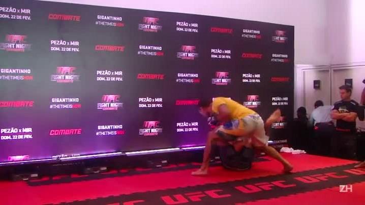Protagonistas do UFC em Porto Alegre fazem treino aberto