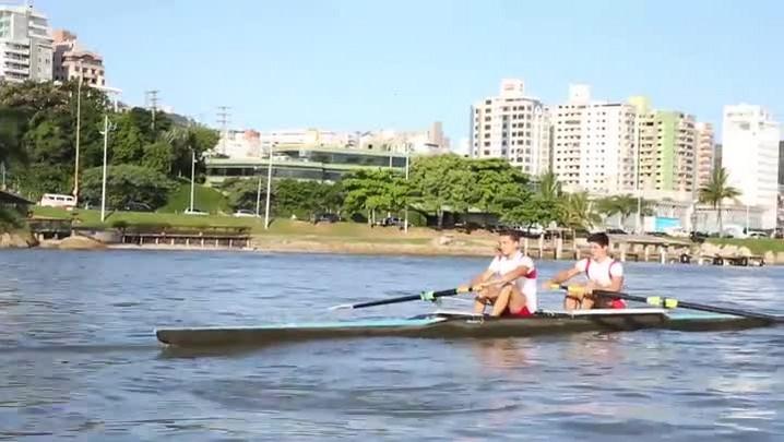 Dupla manezinha renova a tradição do remo em Florianópolis