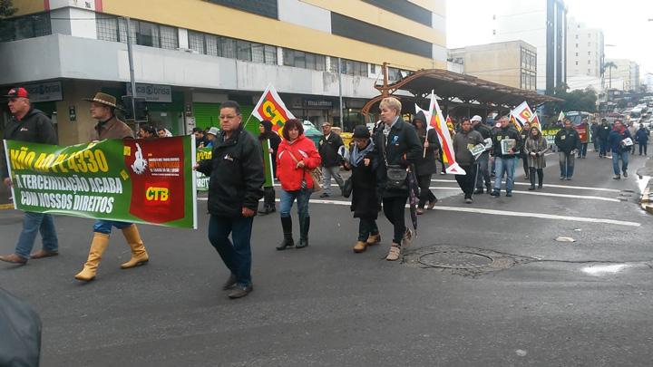 As várias vozes de uma manhã de protestos em Caxias do Sul