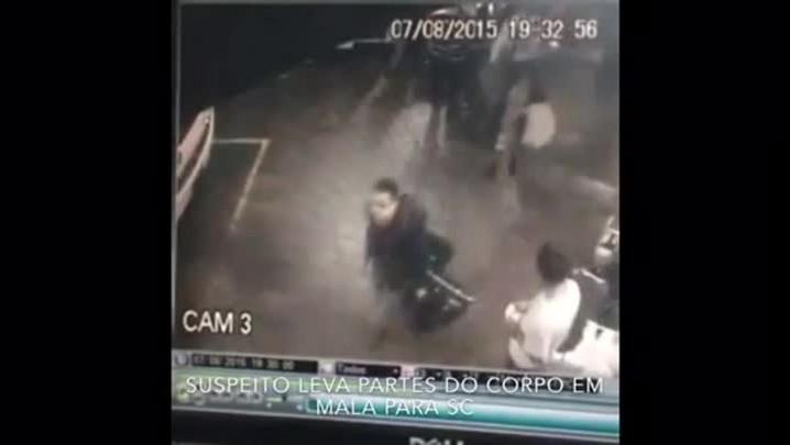 Imagens mostram momento em que homem embarca com mala contendo os pedaços de uma mulher que estava desaparecida