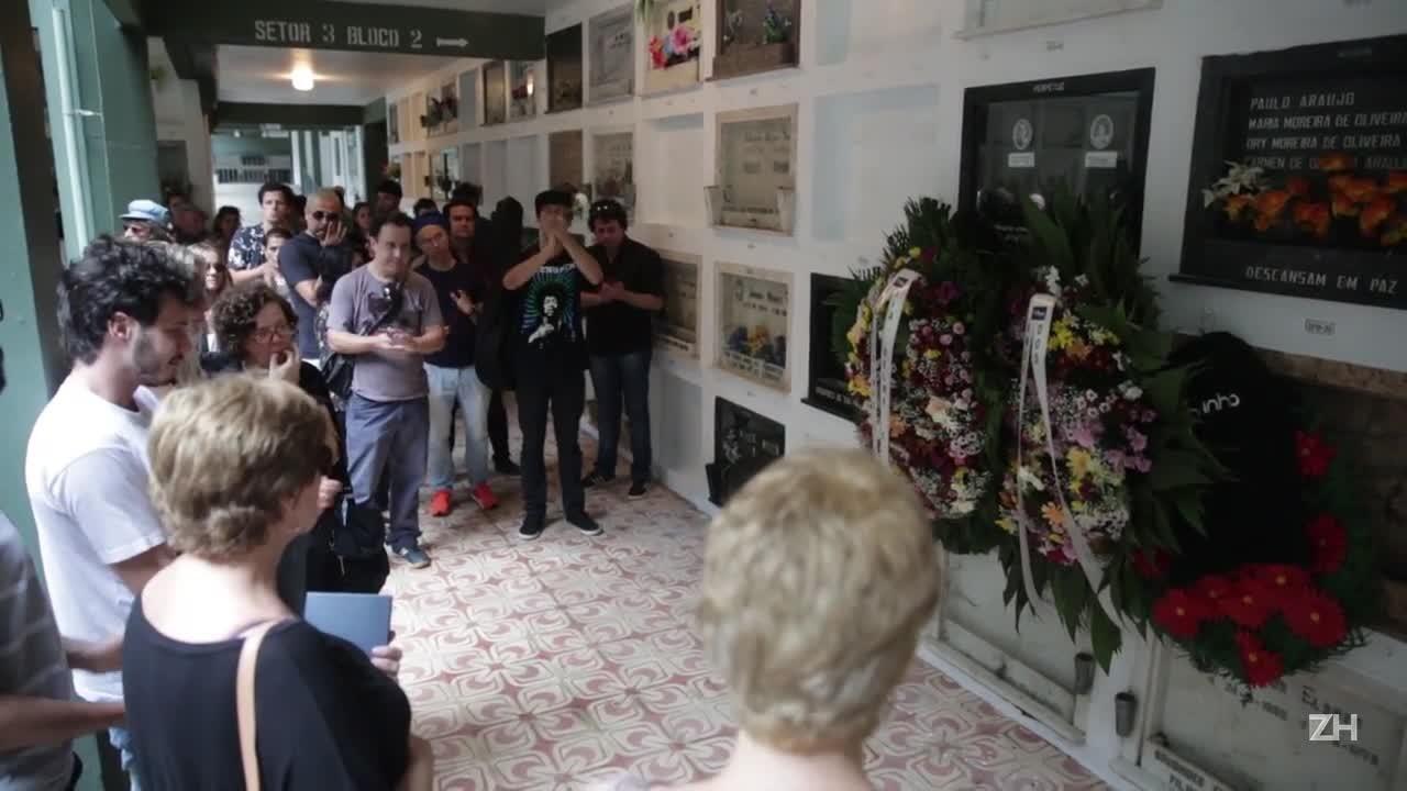 Júpiter Apple é enterrado sob aplausos na Capital