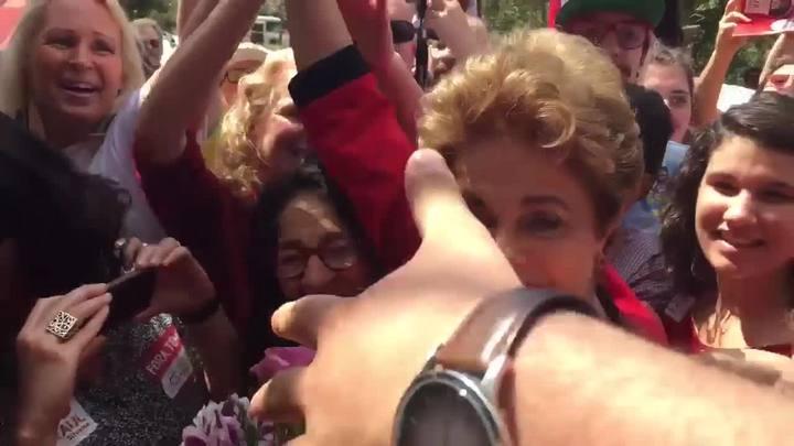 Dilma chega ao Colégio Estadual Santos Dumont em Porto Alegre para votar