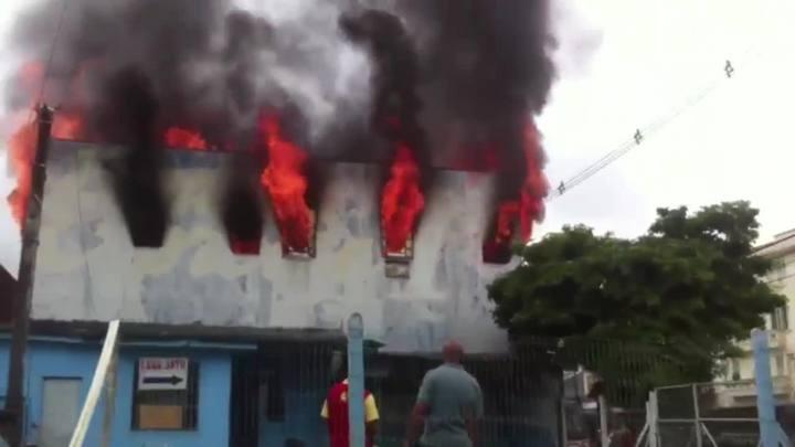 Incêndio atinge boate desativada da Avenida Farrapos, em Porto Alegre