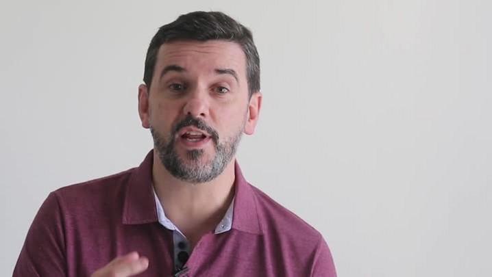 Diogo Olivier lê Paulo Sant\'Ana
