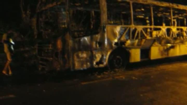 Ônibus é queimado em São Francisco do Sul