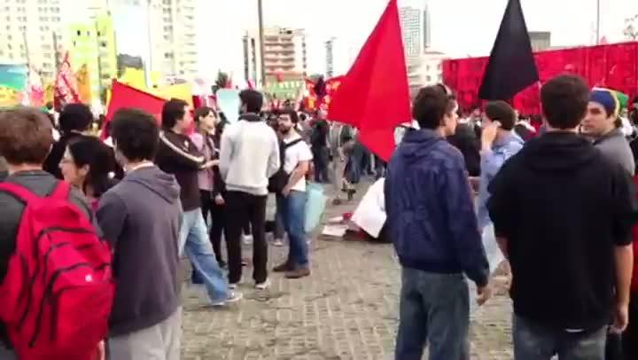 Manifestantes se preparam no Largo da Batata, na zona oeste de São Paulo