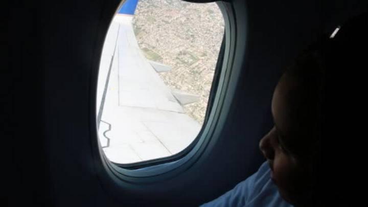 O primeiro voo: crianças passeiam pelo céu de Porto Alegre