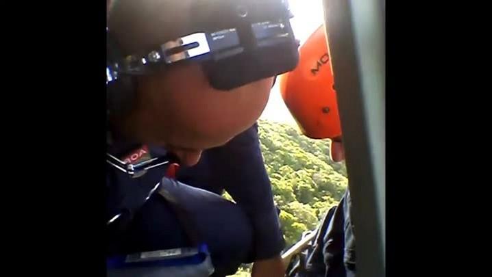 Bombeiros resgatam homem no Morro do Cambirela, na Grande Florianópolis